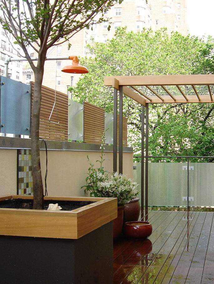 Rooftop-Outdoor-Shower-by-Billie-Cohen-Gardenista