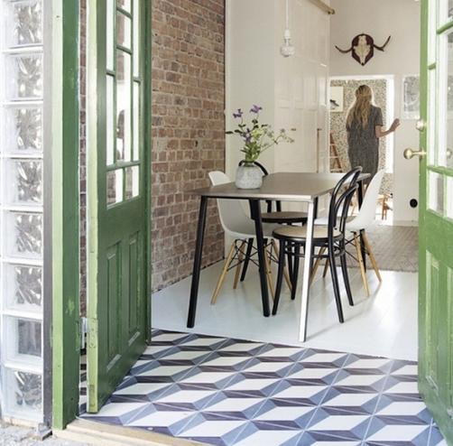 Scandi-kitchen-tile-floor-Gardenista