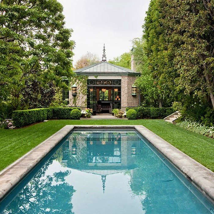 Summer roundup 12 great pool houses gardenista for Pool design hamptons