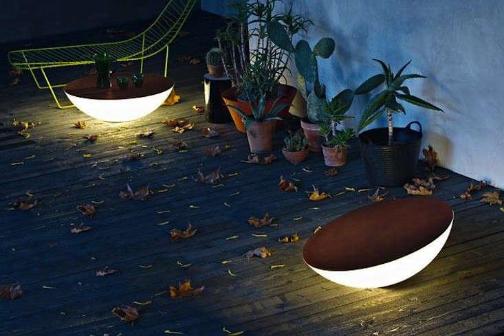 Solar-Outdoor-Floor-Lamp-by-Jean-Marie-Massaud-Gardenista