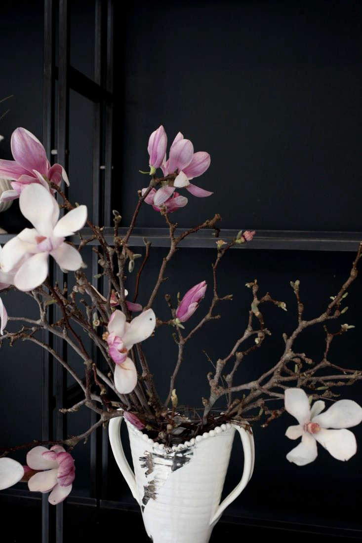 Sophia_Moreno_Bunge_Emily_Thompson_Gardenista_Seasonal_Arrangement_Base