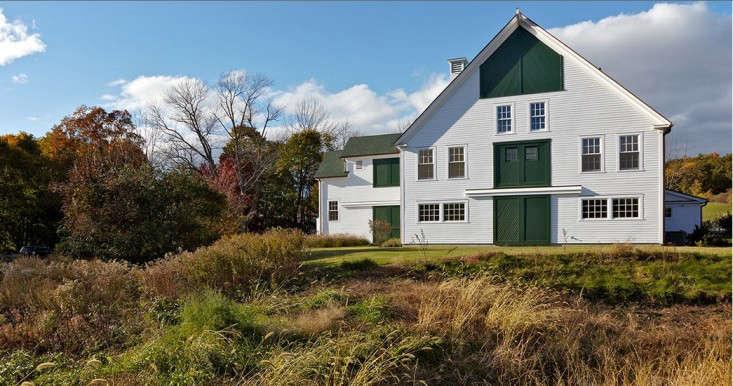 Stephen-stimson-edgewood-green-and-white-farmhouse-gardenista