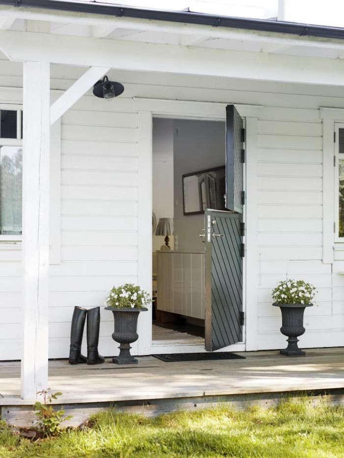 Swedish-Country-Home-Dutch-Door-via-Skona-Hem-Gardenista