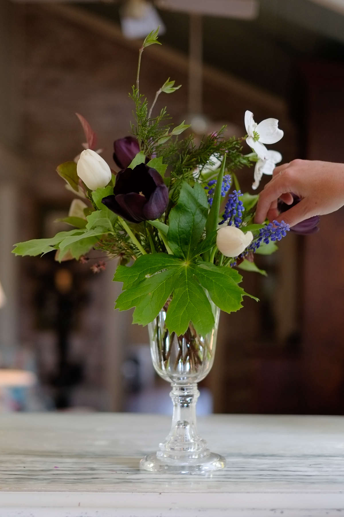 Tara-Douglas-wedding#11-hand-gardenista-SPMP-20140501-025