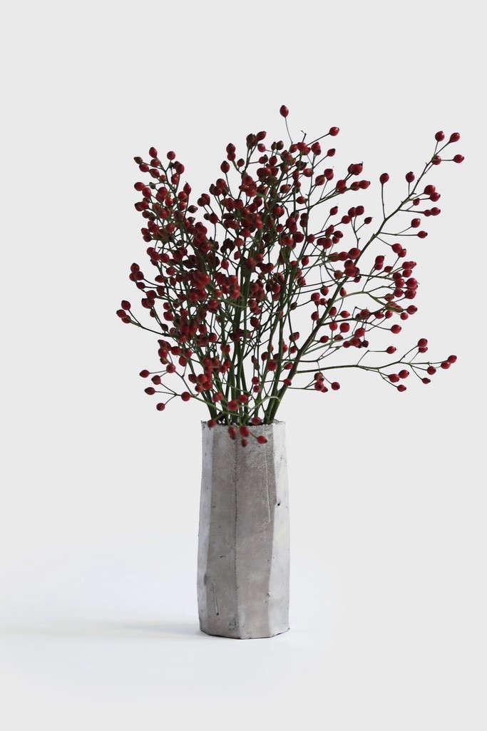 The-Garden-Edit-faceted-platinum-wall-vase-by-Matthias-Kaiser-Gardenista