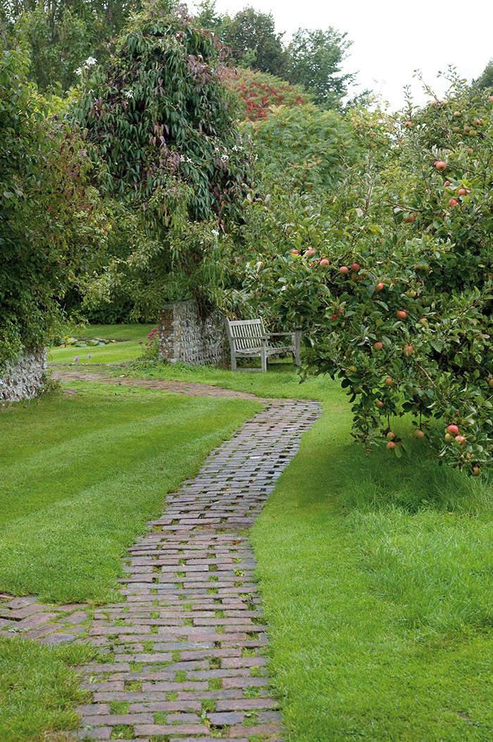 Woolf orchard path