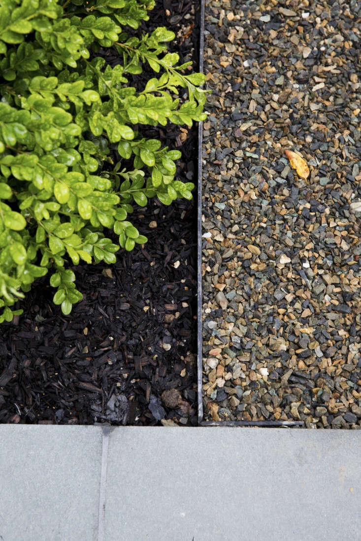 How to make a garden path with gravel - Pea Gravel Patio Edging Architect Visit Barbara Chambers