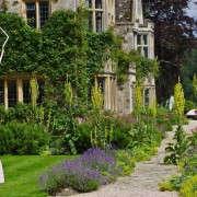 asthall-manor-gardens