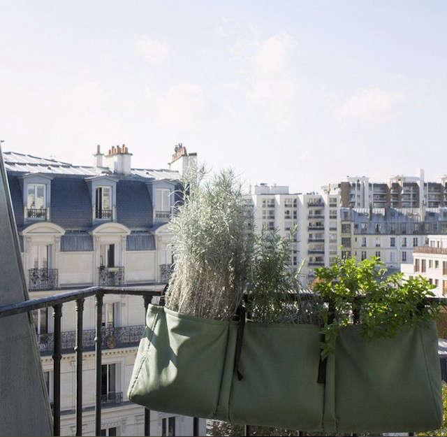 bacsac-balcony-planters-gardenista