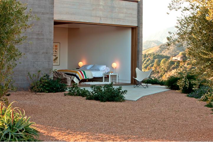 barbara-bestor-indoor-outdoor-bedroom-gardenista