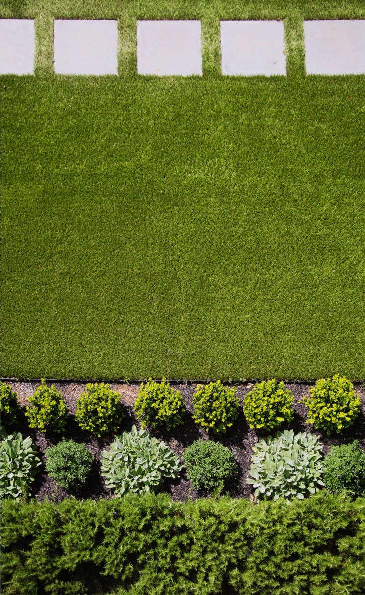 barbara-chambers-garden-artificial-grass-gardenista