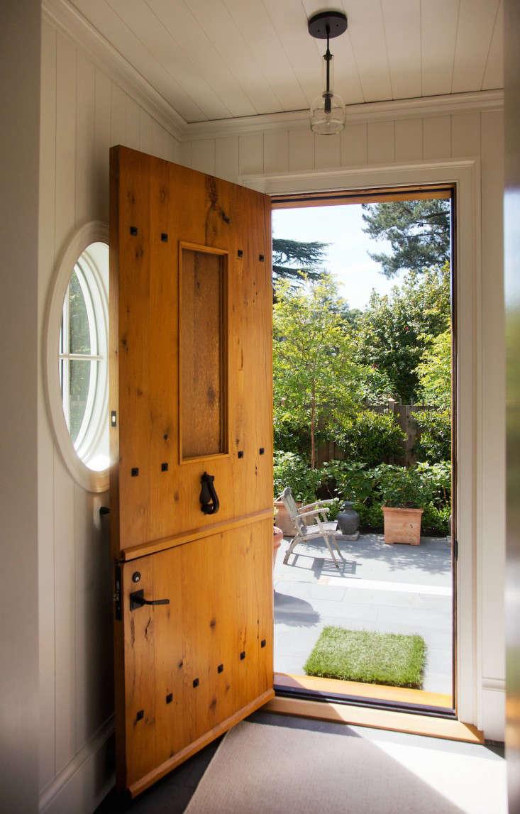 barbara-chambers-garden-entry-gardenista