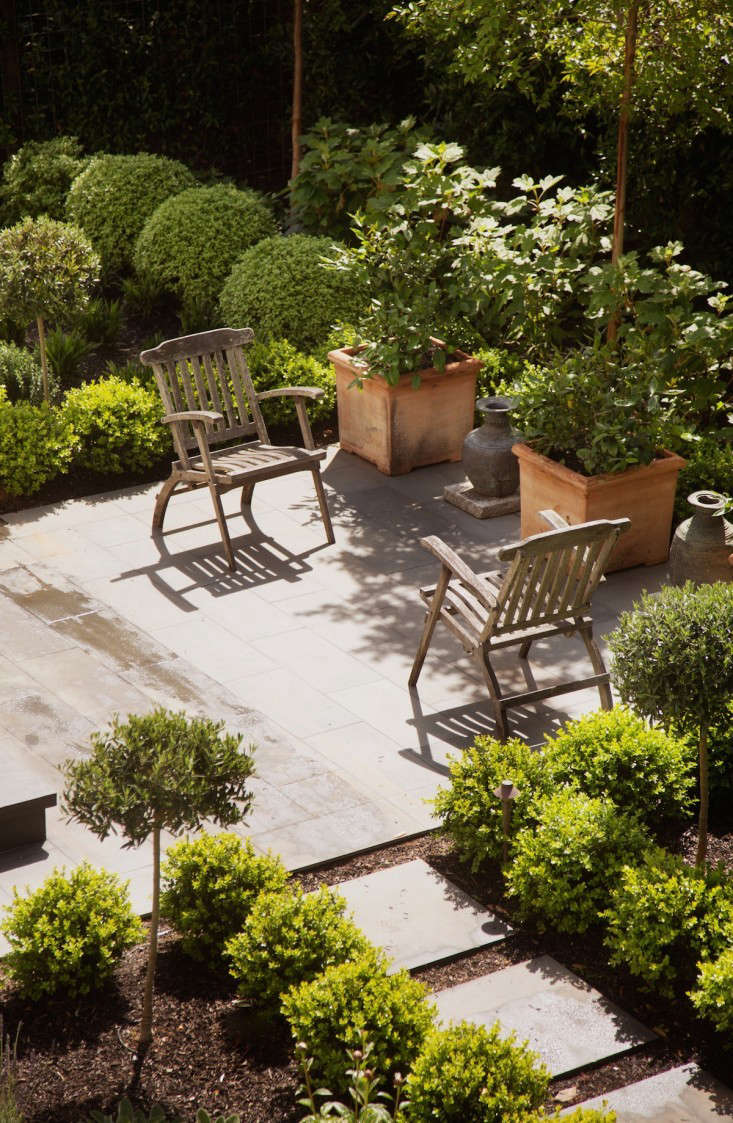 low-cost luxe: 9 pea gravel patio ideas to steal - gardenista - Low Cost Patio Ideas