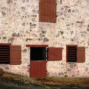 barn-door-functional-strap-hinges-gardenista