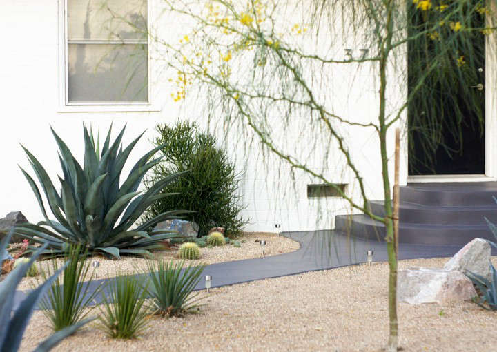 before-and-after-front-yard-landscaping-brick-house-gardenista-6