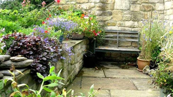 bench-cottage-garden-england-gardenista