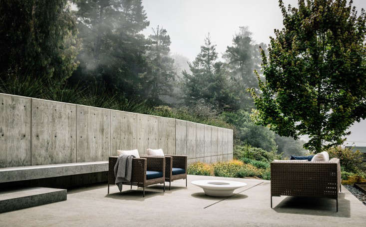 big-sur-cliffside-garden-foueron-view-concrete-patio--gardenista-1
