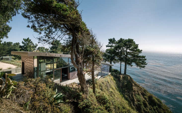big-sur-cliffside-garden-fougeron-view-bedroom-gardenista-2