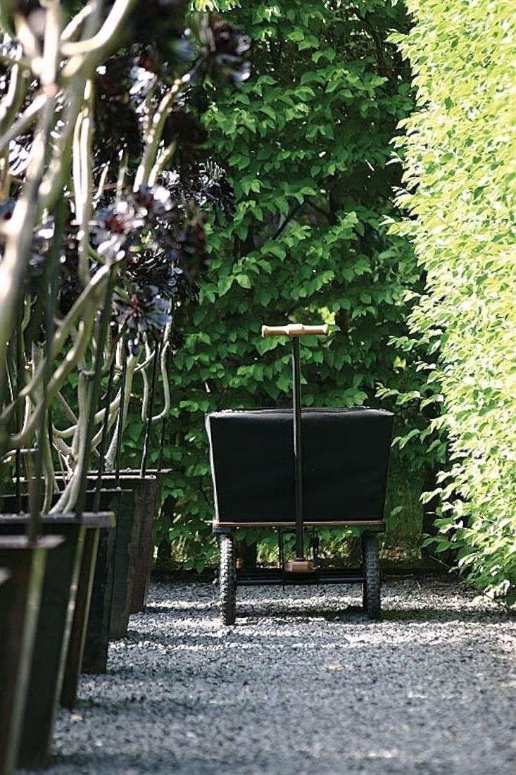 black-canvas-wagon-2-gardenista