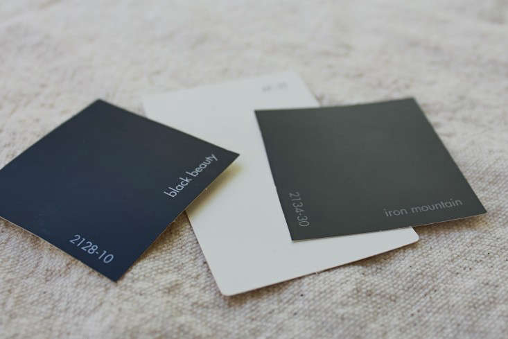 black-gray-white-paint-facade-gardenista-3