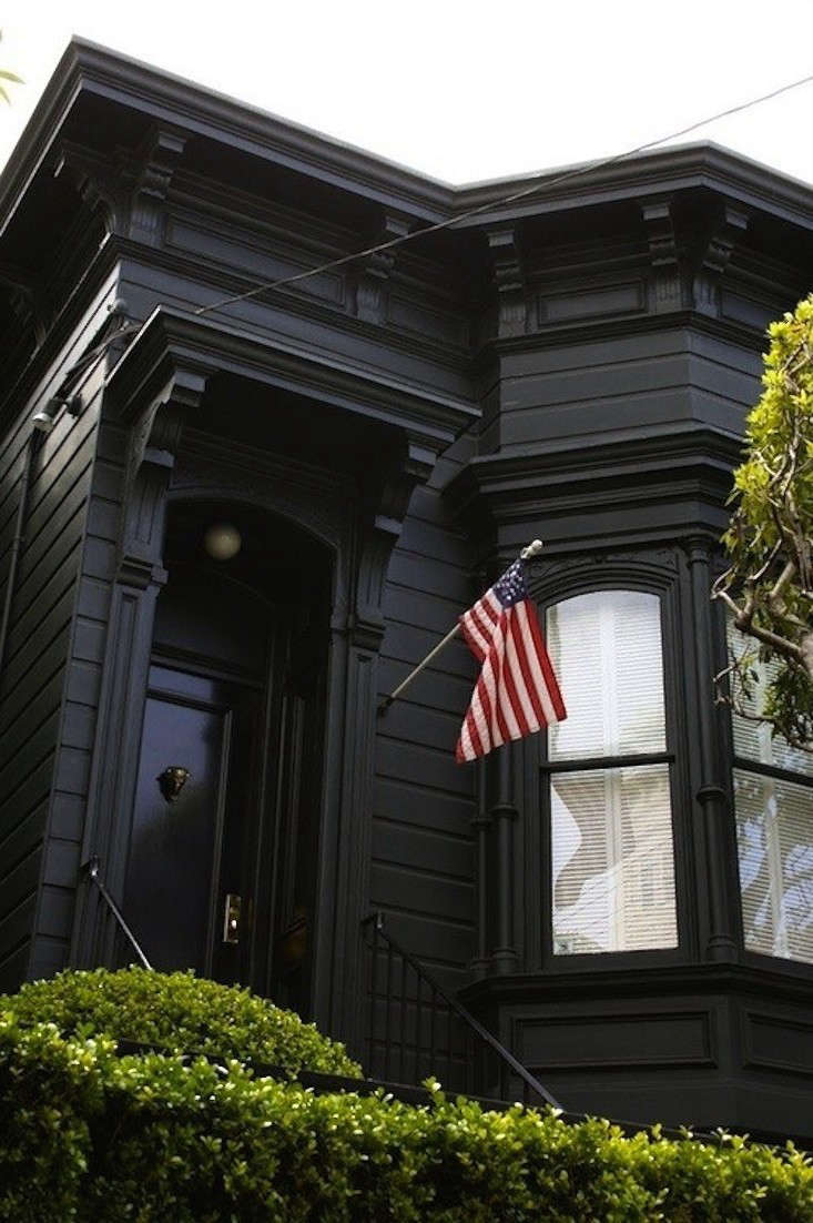 Black Houses The Pros And Cons Of A Dark Painted Facade