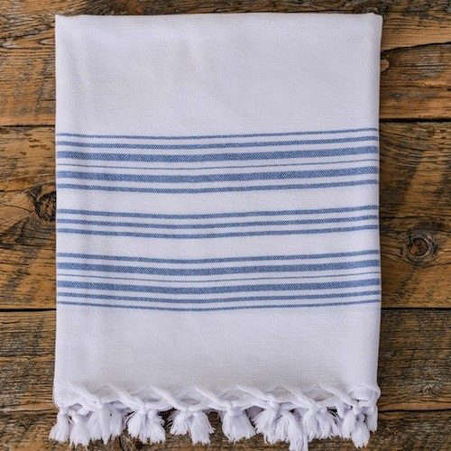 blue-and-white-bath-towel-gardenista