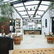 blueberry-cafe-samantha-maber-entrance-gardenista