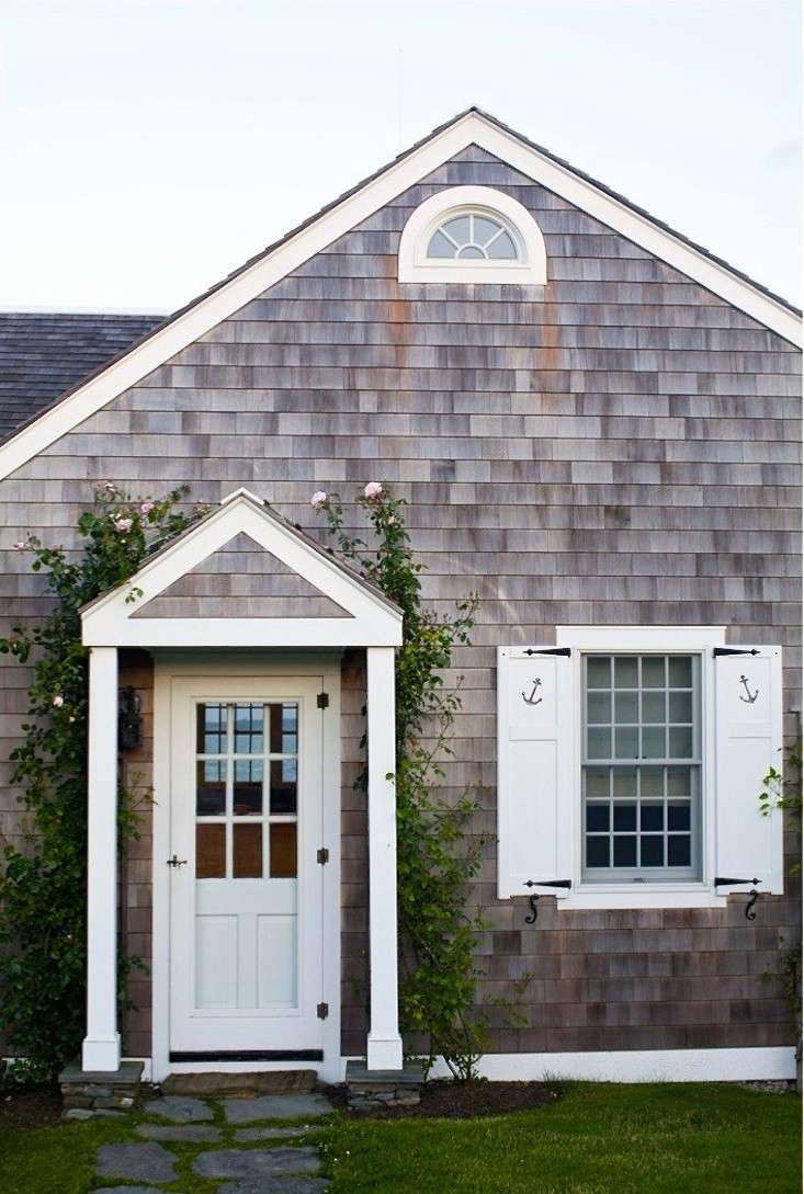 brewster-roses-entryway-portico-new-england-gardenista