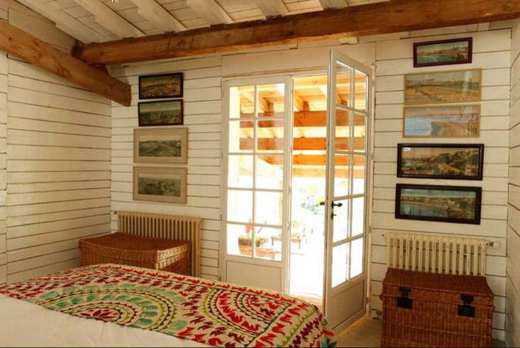cabin-france-french-doors-isabel-lopez-quesada-gardenista