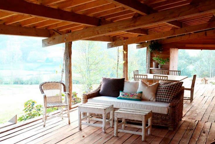 cabin-france-isabel-lopez-quesada-covered-porch-gardenista