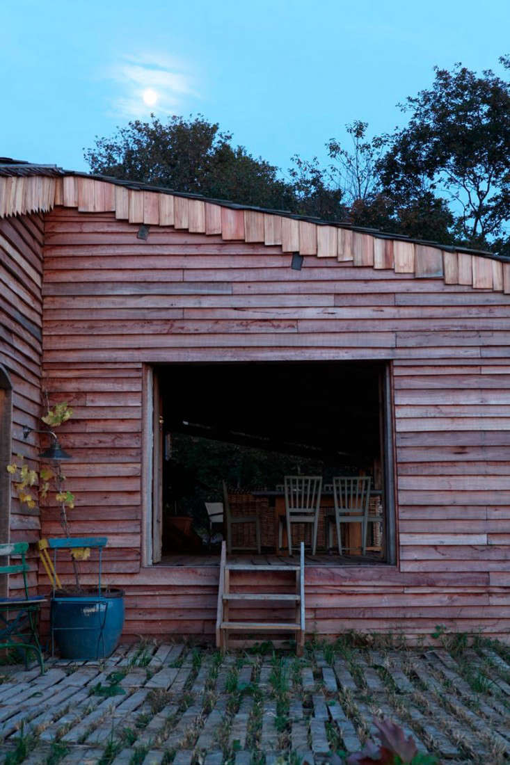 cabin-france-isabel-lopez-quezada-open-dining-room-gardenista