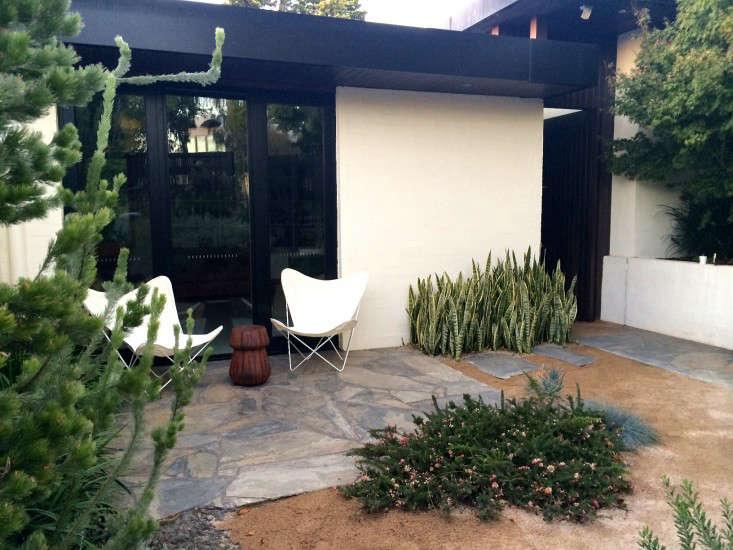 cameron-paterson-garden-butterfly-chairs-gardenista