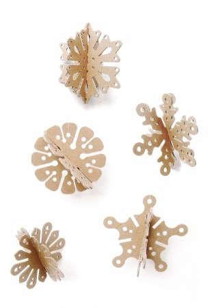 cardboard-snowflake-ornaments-gardenista