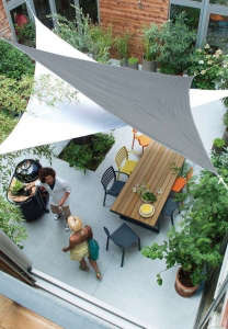 Cote Maison Outdoor Space Photograph by Castorama | Gardenista