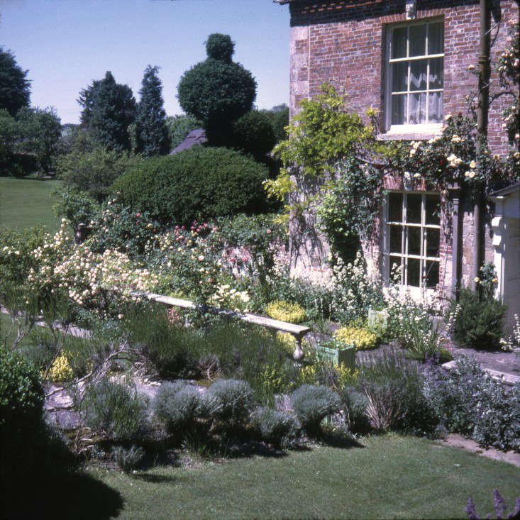 cecil side of house_Sothebys Beaton Archive