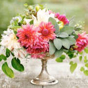 clare day dahlia arrangement ; Gardenista(24)