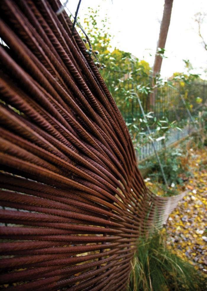 10 Genius Garden Hacks With Rusted Metal Gardenista