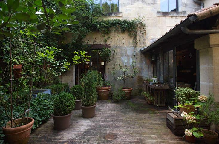 courtyard-garden-france-cognac-ambre-shop-gardenista