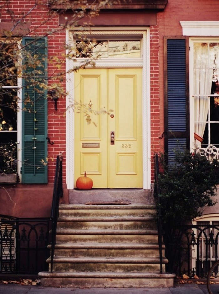 13 ways to add curb appeal with pumpkins gardenista Curb appeal doors