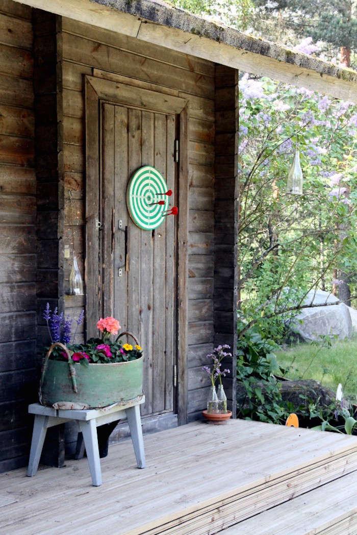 dartboard-barn-door-kotipalapeli-gardenista
