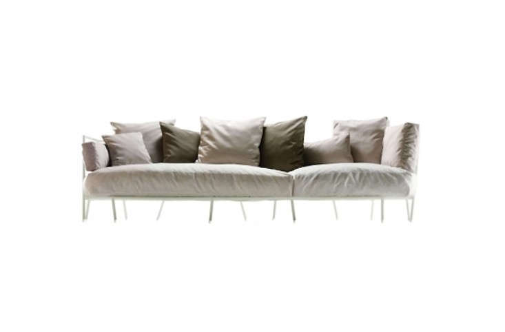 dehors-upholstered-outdoor-sofa-gardenista