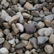 delval-river-gravel-the-stone-store-gardenista