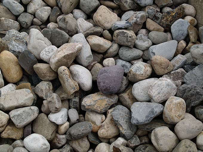 delval-river-gravel-the-stone-store-gardenista