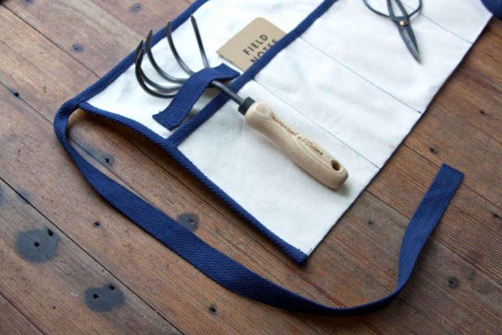 diy-gardeners-apron-tool-belt-1-gardenista