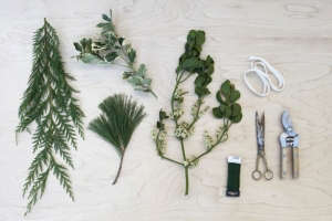 DIY Mistletoe Swags Posies Christmas New Year's ; Gardenista