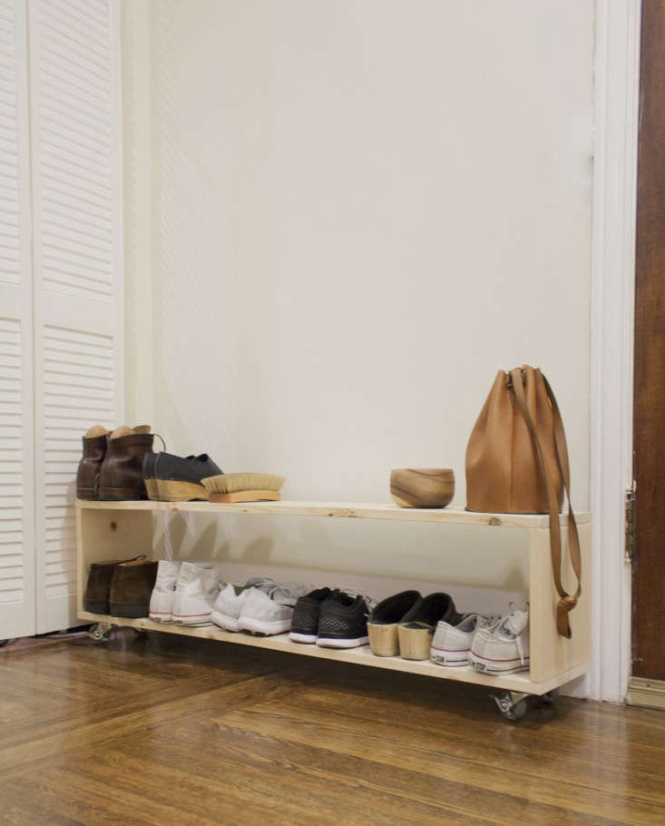 diy-mudroom-minimalist-shoe-rack-gardenista