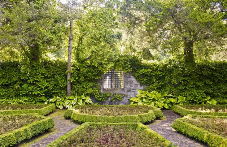 doyle-herman-all-green-award-winning-garden-gardenista
