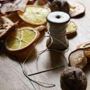 dried-fruit-garland-9-erin-boyle-gardenista