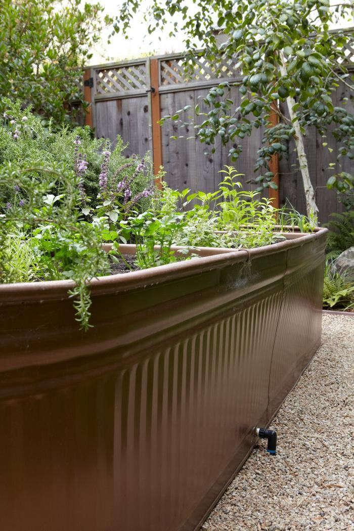 drip-irrigation-water-torugh-raised-bed-gardenista