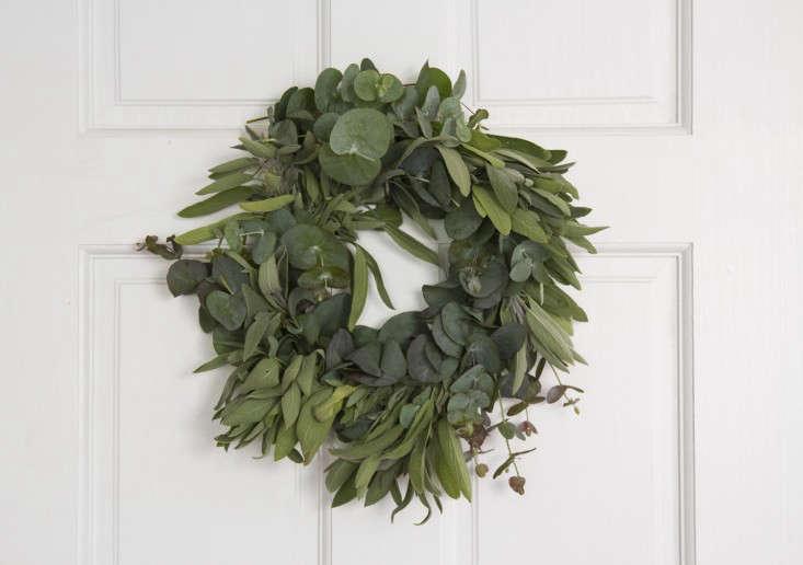 eucalyptus-and-sage-wreath-erin-boyle-gardenista-12